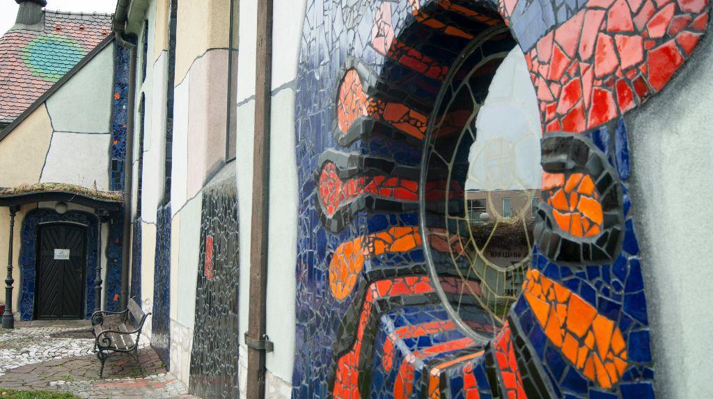 Ein Blick in die Hundertwasserkirche